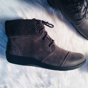 Clarks Cloudsteppers Sz 6.5 M Suede Boots NWOB!